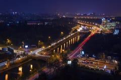 Nattcityscape, Bucharest, Arkivfoton