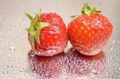 Natte aardbeien royalty-vrije stock foto's