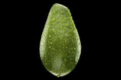 Natte avocado die op zwarte achtergrond wordt geïsoleerdk Royalty-vrije Stock Foto's