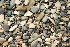 Natte kiezelstenen en stenen, textuur, achtergrond Stock Foto's