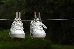Natte Tennisschoenen Stock Afbeelding