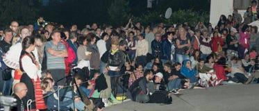 Natten åskådare på Nestkenaen spelar i Bulgarien Royaltyfri Fotografi