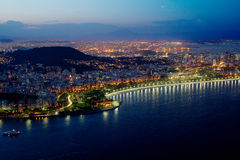 Natten av Rio de Janeiro sikt från monteringen Sugarloaf Royaltyfria Foton