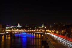 Natten bor i Moskva royaltyfria bilder