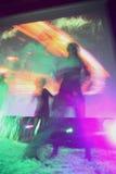 natten för rörelse för bilden för det abstrakt för blurkameraclosen som för klubban färgglada diskot för dansen shutter den lyckl Royaltyfri Foto