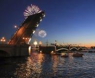 Natten går i St Petersburg Royaltyfria Bilder