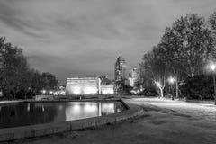 Natten och templet royaltyfria foton