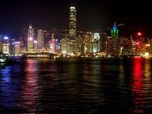 Natten tänder Hong Kong Harbor Royaltyfria Foton