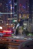 Natten tänder neonskärm i Guangzhou den nya staden, Kina Arkivfoton