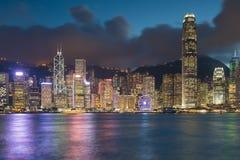 Natten tänder, område för affären för den Hong Kong staden centralt royaltyfri fotografi