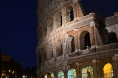 Nattetid Colosseum royaltyfri foto