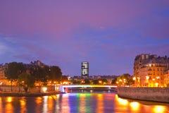 Nattetid i Paris Arkivbild