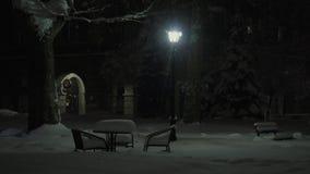Nattetidbokeh i gatan av Dimitrovgrad, Bulgarien stock video