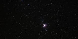 Nattetidhimmel med den Orion nebulosan Royaltyfri Fotografi
