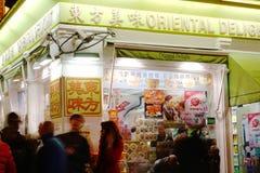 Nattetidsikt av det asiatiska matlagret i kineskvarteret, London, England Arkivfoton