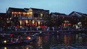 NattflodThu Bon sikt med att sväva lyktor och fartyg Hoi An som en gång är bekant som Faifo Hoian är en stad i Vietnam och stock video