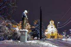 Nattfoto av den Alexander Nevsky fyrkanten och tsar Samuel Monument, Sofia Fotografering för Bildbyråer