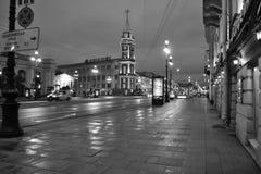 Nattgata av St Petersburg Arkivfoto