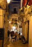 Nattgata i den gamla staden av Vieste Fotografering för Bildbyråer