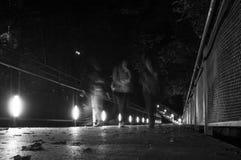 Nattgataliv i staden royaltyfri foto
