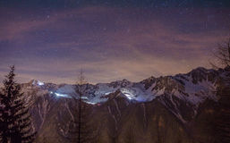 Natthimmel över dalen av Chamonix Fotografering för Bildbyråer