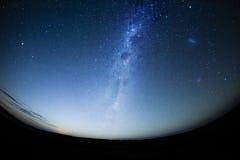 Natthimmel i den sydliga halvklotet med milkway Royaltyfri Fotografi