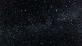 Natthimmel med den galaxTid för mjölkaktig väg schackningsperioden - flyttande stjärnor blinka på natten - full HD 1920x1080 lager videofilmer