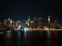 Natthorisont av New York City Royaltyfri Foto