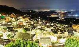 Nattlandskap av Jiufen, en berömd turist- stad på den nordostliga kusten av Taiwan royaltyfri fotografi