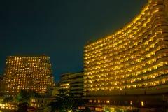 Nattlandskap av yttre ljus ett lyxigt hotell fotografering för bildbyråer