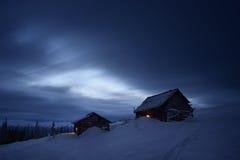 Nattlandskap i bergby Fotografering för Bildbyråer