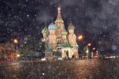 Nattlandskap i mitten av Moskva Arkivfoton