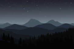Nattlandskap med konturer av berg, kullar och skogen Arkivfoton