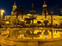 nattlig plaza för armasde Arkivfoton