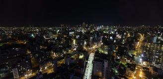 Nattljus av Tennoji område som tas från flyg- sikt Arkivbild