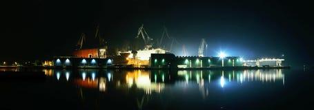 Nattljus i skeppsvarv Royaltyfria Bilder