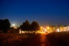 Nattlongexposurebild med stjärnor royaltyfri fotografi