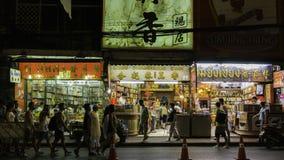 Nattmarknad för säljare på den chinatown Yaowarat vägen, den huvudsakliga gatan i kineskvarter Arkivbilder