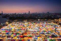 Nattmarknad i Bangkok Arkivfoto
