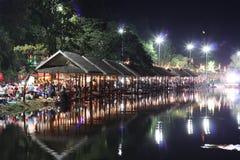 Nattmarknad i Thailand Arkivbilder