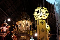 Nattmarknad-Kad Kong Ta, Lampang, nord av Thailand Arkivfoton