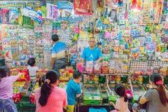 Nattmarknadslek som segrar leksaker Royaltyfri Foto