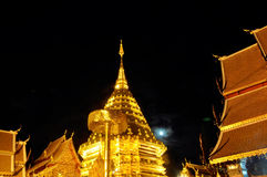 Nattmoon av Phra Thart Doi Suthep Arkivbild