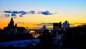 NattMoskva från taket Arkivfoto