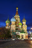 NattMoskva. St., basilikas domkyrka Royaltyfria Bilder