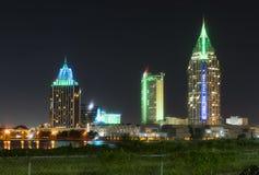 Nattnedgångar på byggnaderna och arkitekturen av mobila Alabama royaltyfri fotografi