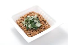 Natto, sojas fermentadas con la cebolla galesa Imagen de archivo libre de regalías