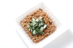 Natto, sojas fermentadas con la cebolla galesa Imagen de archivo