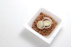 Natto, sojas fermentadas con la cebolla galesa Foto de archivo