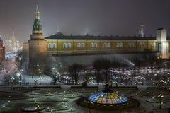 Nattpanorama av den Manege fyrkanten Arkivfoton